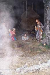 Il presepe nella grotta-rifugio a Rezzoaglio