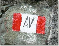 Segnavia dipinto su una pietra