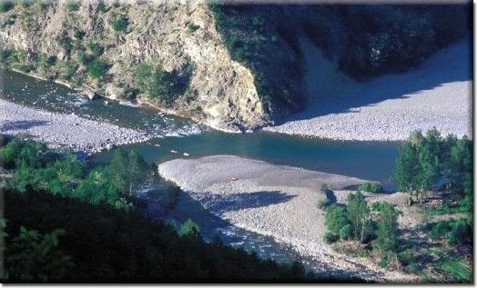 Confiente: il fiume Aveto incontra il fiume Trebbia (fotografia di Enrico Pelos)