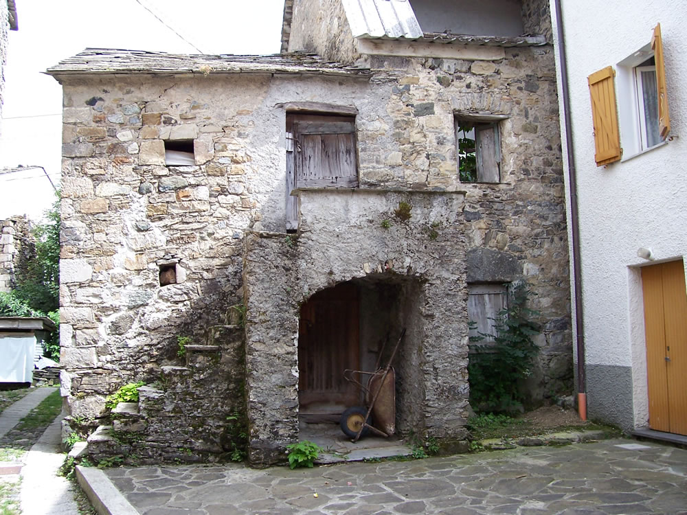 Notizie e leggende su cerisola - Casa con portico ...