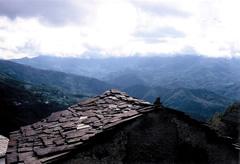 Val d'Aveto uggiosa dai tetti di Vicosoprano (fotografia di Sandro Sbarbaro)