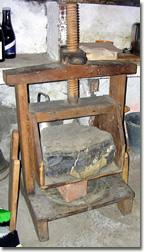 Antico torchio per pressare il formaggio San Stè