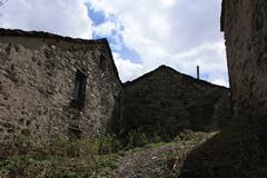 Alpicella: architetture paleo avetane (aprile 2009) - Fotografia di Giacomo Turco